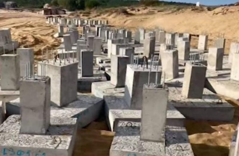 """Част от строеж ли са бетонните пети на плаж """"Смокините-север"""""""